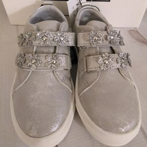 Nicole Miller Velcro silver sneakers